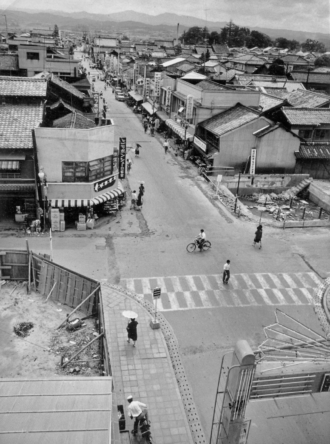 コモ・スクエア  駅前通り昭和20年代