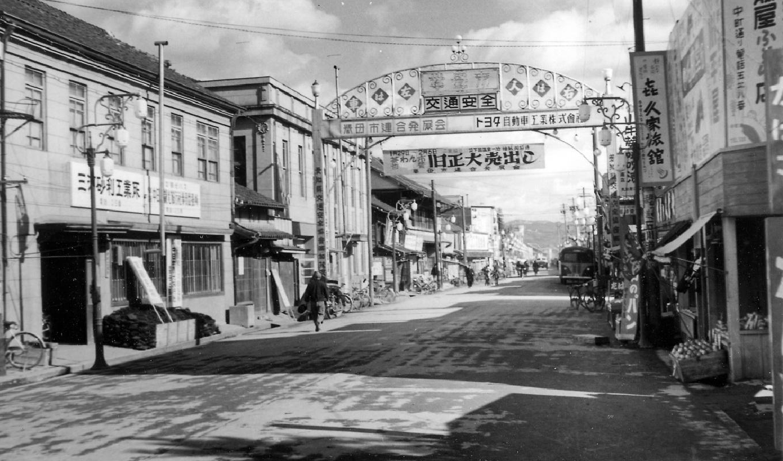 コモ・スクエア  駅前通り昭和20年代2